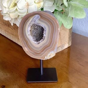 AGATE GEODE WITH BROWN AND GRAY BANDING